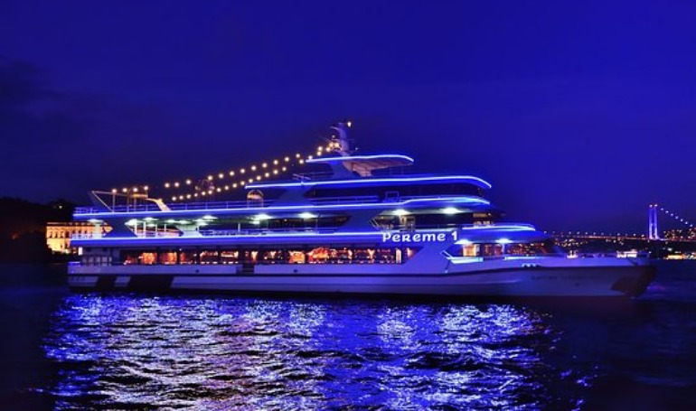 ISTANBUL TURKISH NIGHT ROMANTIC CRUISE ( COUPLE FRONT TABLE - ONLY FOR YOU )- MİN.2--Safe Tourism Certificate for Covid 19